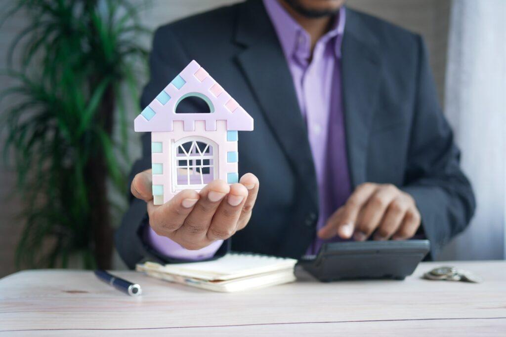 specialist mortgage advisor